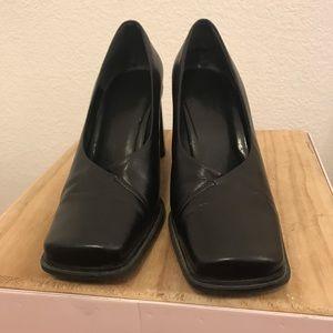 Black Aldo chunky heel pumps